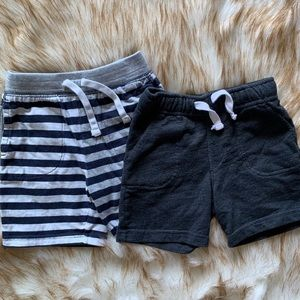 2 causal cotton play shorts fit like 3t